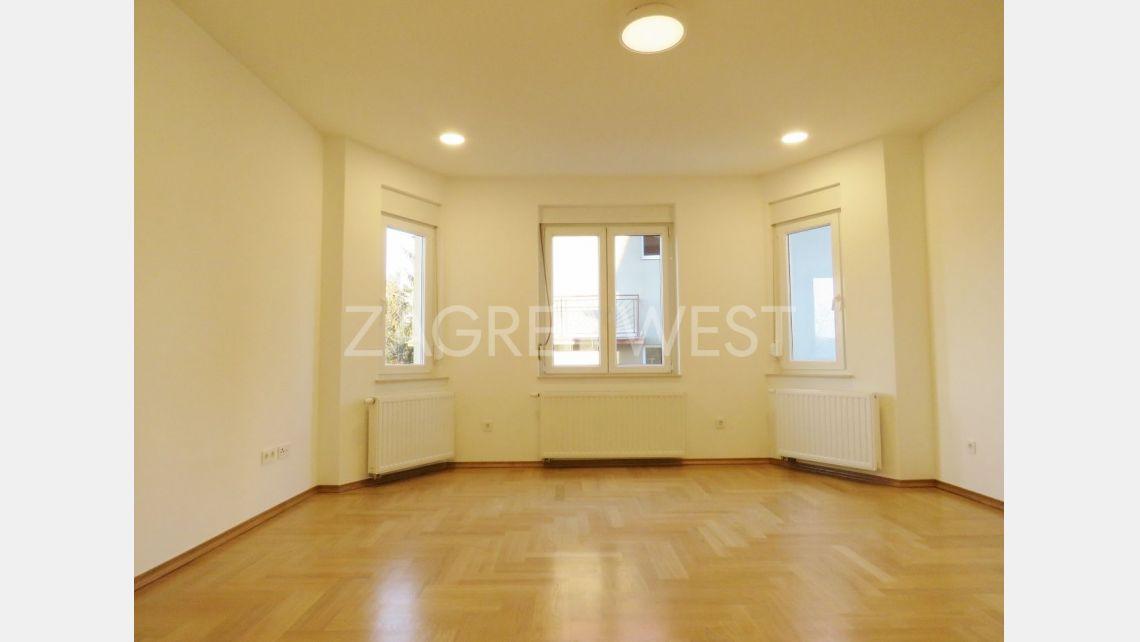 Lovely Refurbished 3 Bedroom Flat In Salata Zagreb West